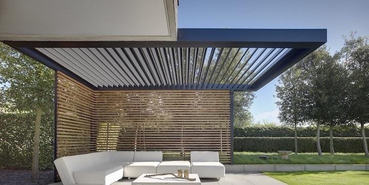 Moderne aluminium terrasoverkapping met hout © Veldman Zonwering