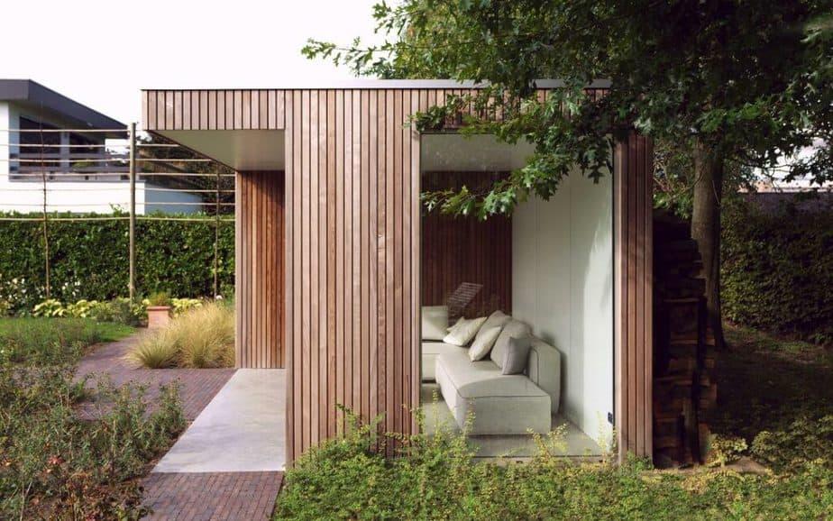 Moderne vrijstaande terrasoverkapping Moderne houten terrasoverkapping © Livinlodge