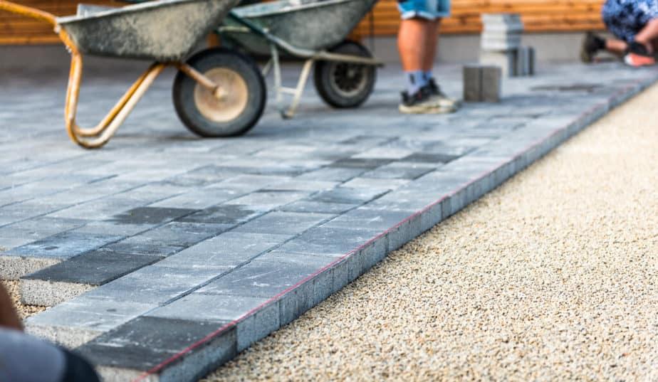 Vloer bovenop fundering terrasoverkapping
